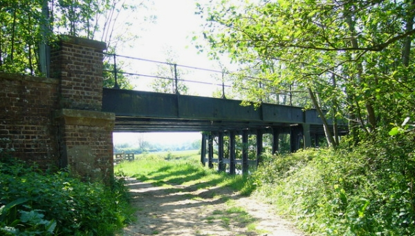 The bridge and the footpath on Sussex Ouse Valley Way, near where Tracey was chased by stampeding cattle